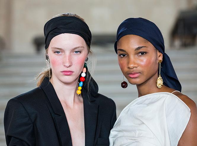 Фото №12 - Серьги с претензией: что такое statement earrings и почему они вам нужны