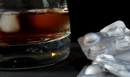Фото №1 - Токсиколог назвал самые опасные сочетания лекарств и алкогольных напитков
