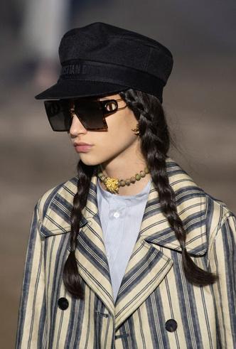 Фото №3 - Шляпы, панамы и кепки: модные головные уборы для лета 2020
