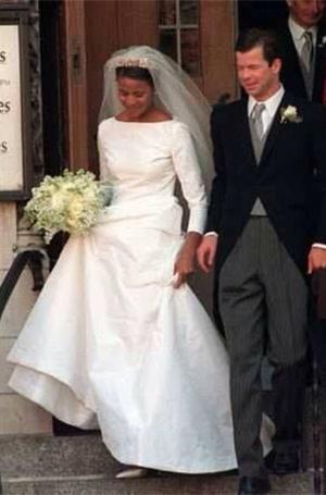 Фото №11 - Баварская принцесса Софи вышла замуж в копии платья Меган Маркл