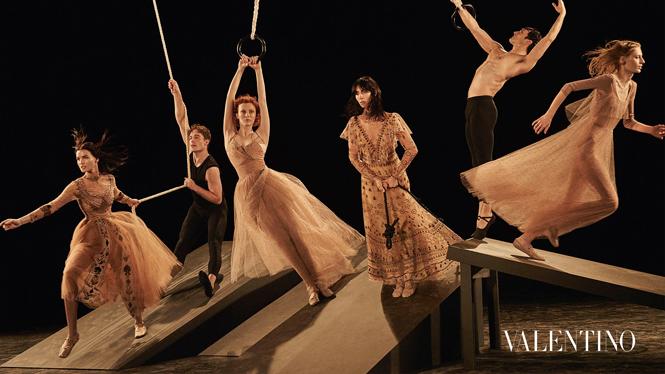 Фото №9 - Fashion-танец в осенней кампании Valentino