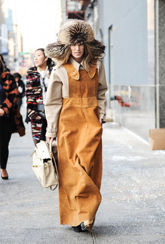 Фото №22 - Шапки, повязки, платки: лучшие головные уборы для зимы 2018