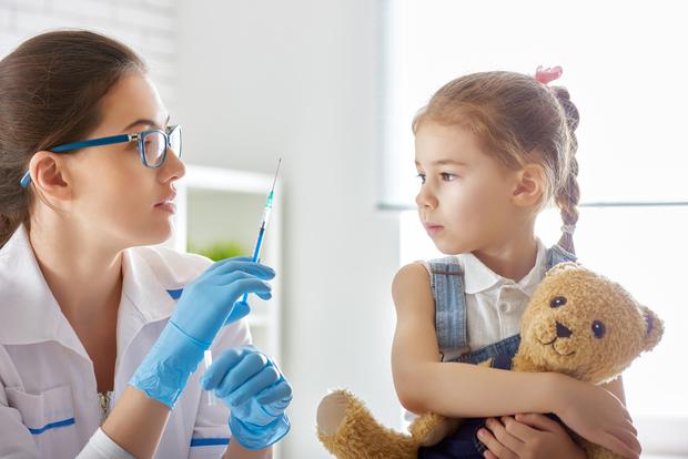 Роспотребнадзор сообщил о разработке специальной вакцины от COVID-19 для детей