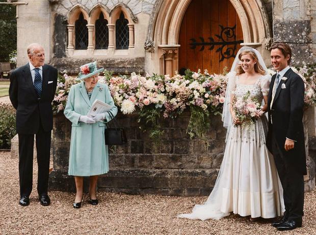 Фото №1 - Самый трогательный момент на свадьбе принцессы Беатрис