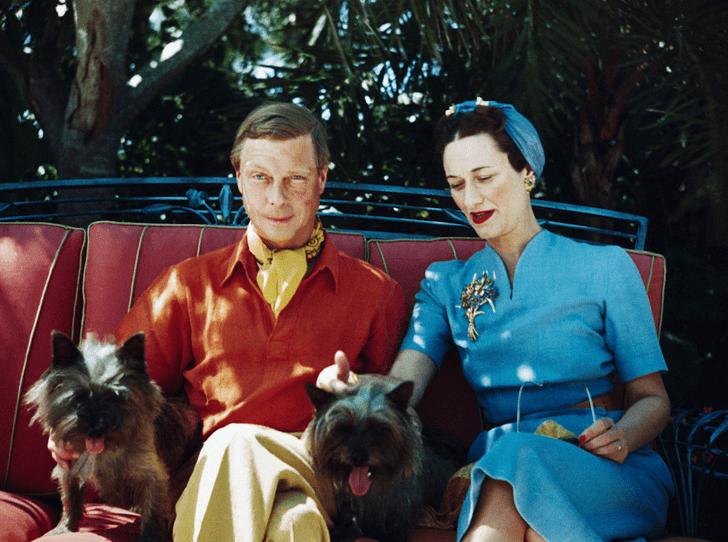 Фото №1 - Как Королева-мать «воевала» с Уоллис Симпсон с помощью моды