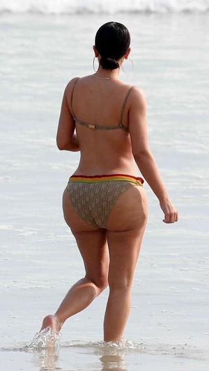 Фото №5 - Ким Кардашьян снова демонстрирует идеальное тело на фото подкупленных папарацци