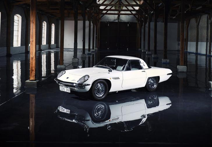 Фото №2 - Очевидные и невероятные: 7 самых необычных автомобилей Mazda