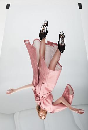Фото №6 - Как носить обувь из коллекции Pazolini x Rogov: от ярких босоножек до атласных сапог