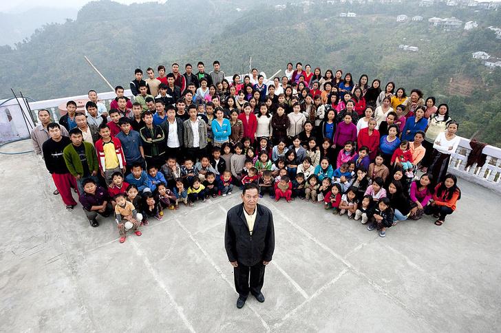Зиона Чана и его семья, фото, самые необычные семьи мира, семья альбиносов, самые необычные мамы мира, рекордсмены, книга рекордов