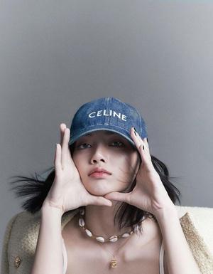 Фото №2 - С чем сочетать шляпу и панаму: разбираем летние образы Лисы из BLACKPINK