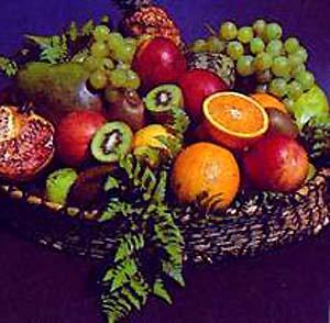 Фото №1 - Российский турист съел фрукт из воска