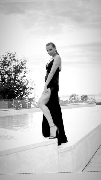 Фото №2 - Татьяна Навка показала фото с округлившимся животом, но потом выложила снимок без намека на него