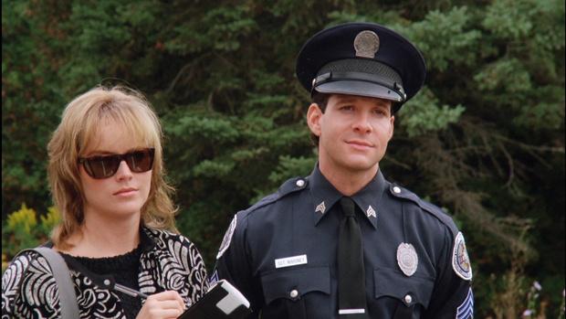 Шэрон Стоун (слева от справа) в блокбастере «Полицейская академия 4: Гражданское патрулирование».