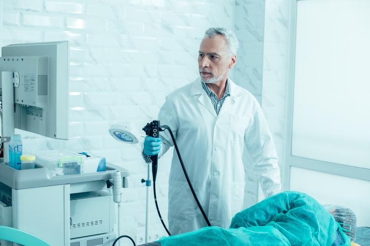 Фото №1 - Кому обязательно нужно делать колоноскопию и еще 9 вопросов о пугающей процедуре