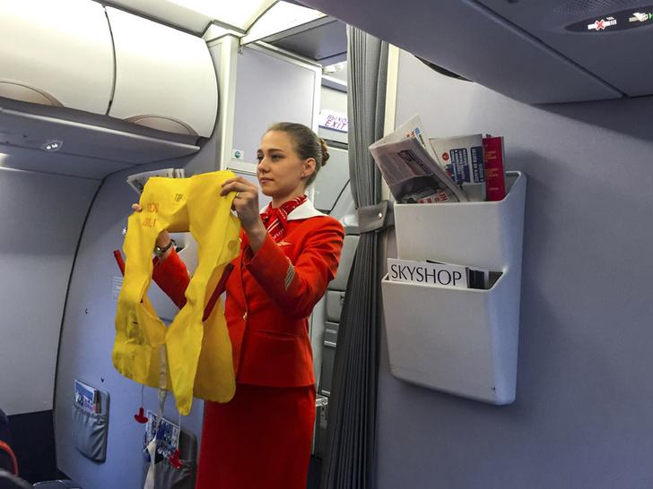 Фото №1 - Стюардессы анонимно рассказали, что они думают о своей работе и пассажирах