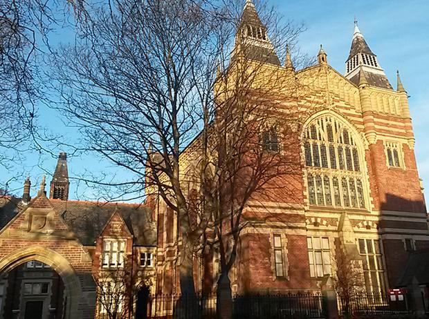 Фото №8 - Где учились принц Уильям, Кейт Миддлтон и Амелия Виндзор: лучшие британские университеты (часть 2)