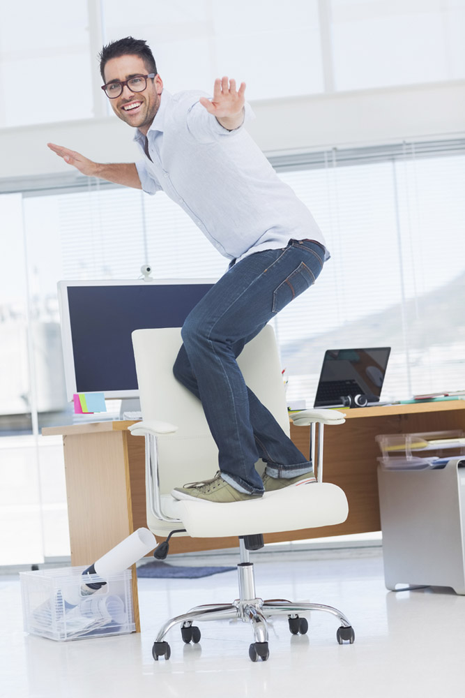 Фото №1 - Привычка ерзать на стуле продлевает жизнь