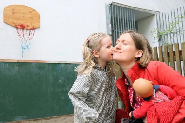 Фото №2 - «Мама, не уходи»: как научить ребенка расставаться без слез
