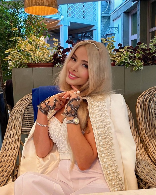 Фото №1 - Алена Кравец хочет родить ребенка от Джигарханяна