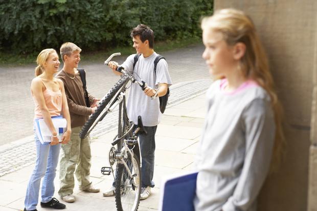 Фото №1 - Вопрос дня: Одноклассник, с которым я встречалась, распускает про меня сплетни. Что делать?