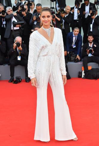 Фото №10 - Модная Венеция-2018: лучшие образы второго дня кинофестиваля