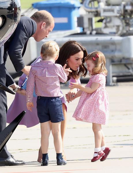Фото №5 - Грозит пальцем и не ругает за истерики: как Кейт Миддлтон воспитывает детей идеальными
