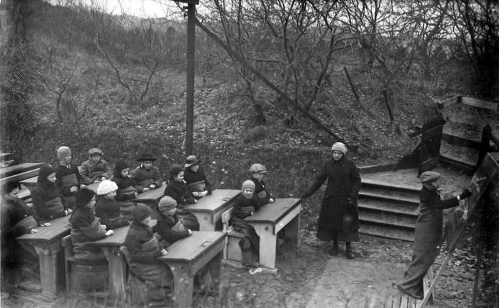 Фото №1 - Почему перед Второй мировой войной многие дети учились в лесу