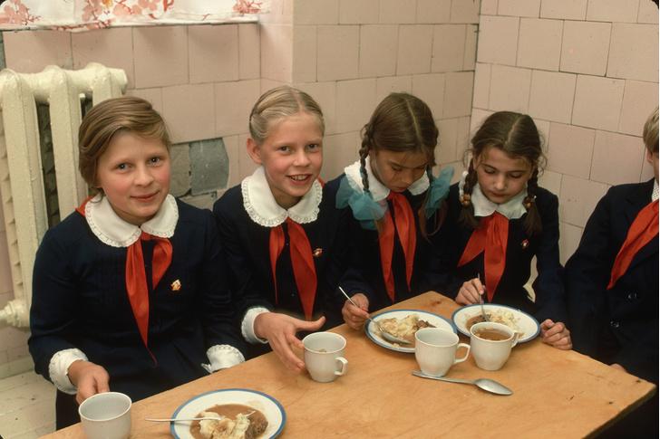 Фото №13 - Краткая история школьной формы в СССР