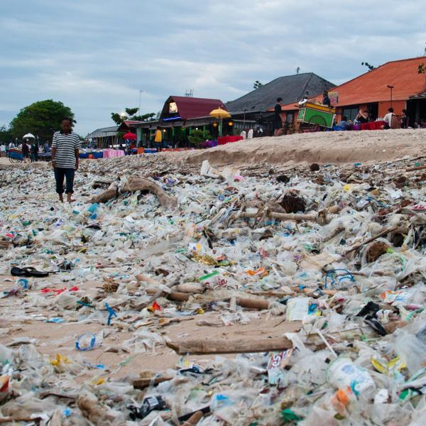 Фото №13 - Прекрасные места планеты, которые люди забросали мусором