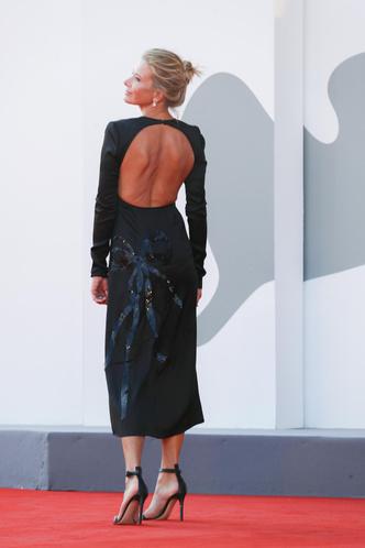 Фото №4 - Высоцкая вышла на красную дорожку в соблазнительном платье без белья