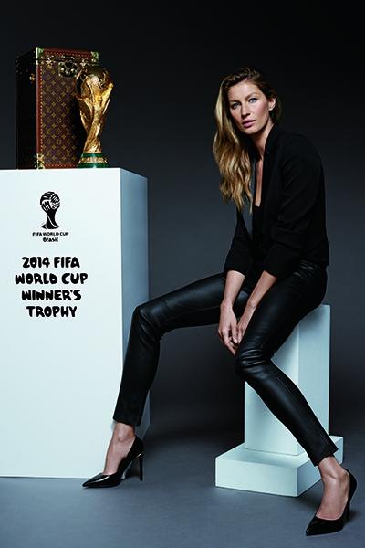 Фото №1 - Жизель Бюндхен вручит трофей чемпионата мира по футболу
