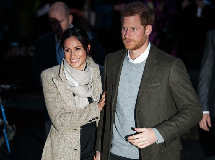 Фото №8 - Почему Гарри не берет Меган за руку в присутствии королевы
