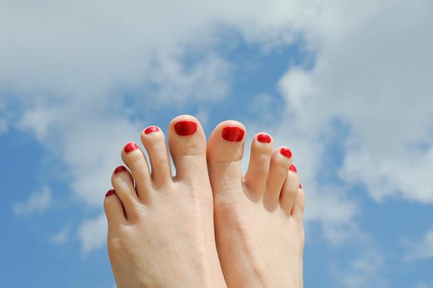 Фото №4 - В ногу со временем: весенний педикюр
