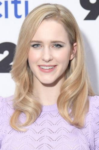 Актриса с волосами цвета блонд