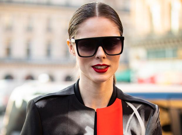 Фото №1 - Какие солнцезащитные очки носят актрисы, дизайнеры и монаршие особы