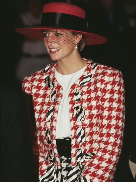 Фото №1 - Королева Испании надела юбку, которая делает бедра необъятными