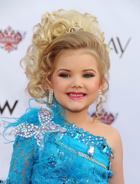 Фото №1 - Как сложилась жизнь девочки, выигравшей 300 детских конкурсов красоты