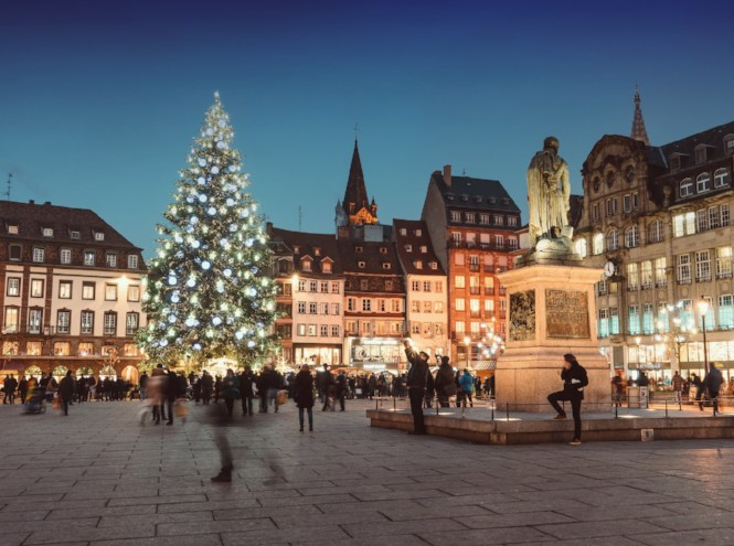 Фото №1 - 5 городов, куда стоит полететь за рождественской атмосферой