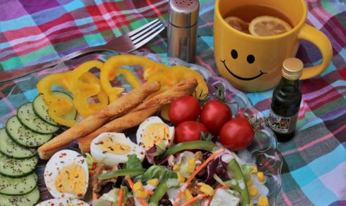 Фото №1 - За год рацион питания россиян «потерял» калории