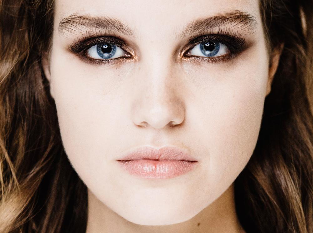 Как зрительно увеличить глаза с помощью макияжа. Как сделать, чтобы маленькие или узкие глаза визуально казались больше с помощью теней, карандаша или подводки