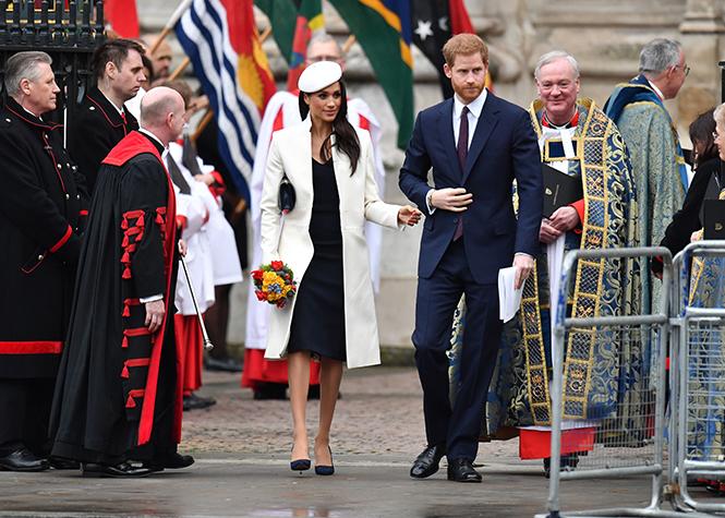 Фото №18 - Меган Маркл на своей первой официальной службе с Елизаветой II