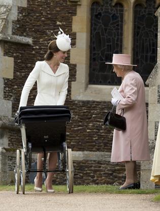 Фото №4 - Первые официальные фото с крестин принцессы Шарлотты