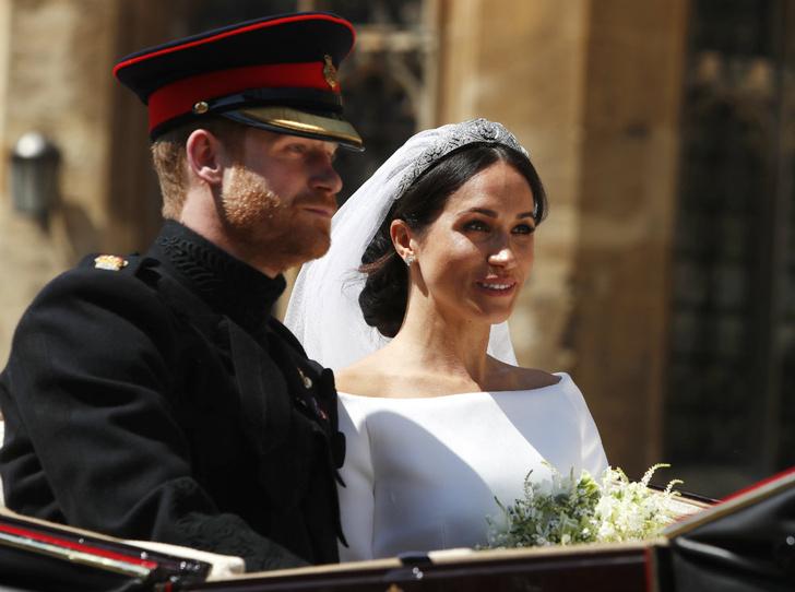 Фото №1 - Сколько стоила свадьба Гарри и Меган (и сколько на ней удалось заработать)