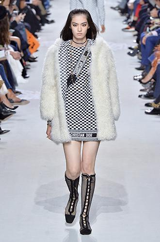 Фото №2 - По секрету: 10 неочевидных (пока) трендов Недели моды в Париже