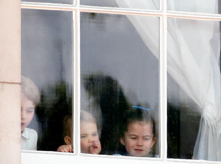 Фото №2 - Самые милые Высочества: редкое видео с Джорджем, Шарлоттой и Луи стало вирусным
