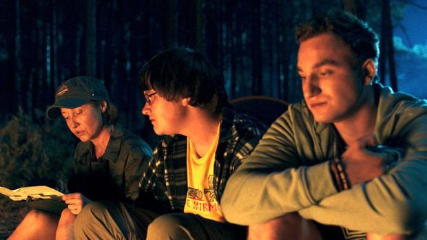 Фото №1 - Стоит ли смотреть новый ужастик от Netflix «В лесу сегодня не до сна»: рецензия без спойлеров
