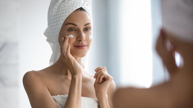 Как наносить крем на лицо правильно