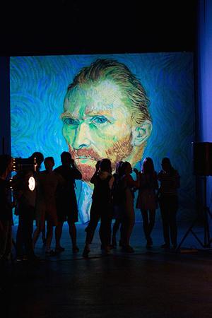 Фото №1 - В Москве вновь открывается мультимедийная выставка Ван Гога