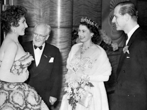 Фото №4 - Испытание на прочность: самый трудный период брака Королевы и принца Филиппа