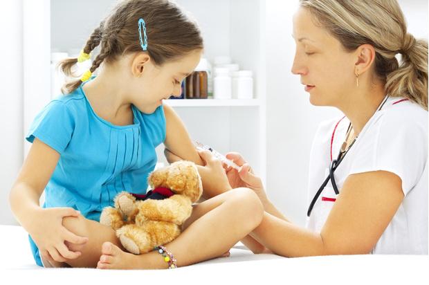 Фото №1 - Жизнь без прививок: врачи объяснили, чем грозит ребенку отказ от вакцинации